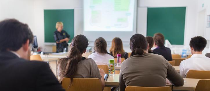 étudiants université salle de cours